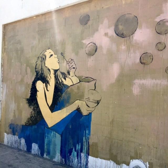 los-angeles-arts-district-dtla-street-art-girl-blowing-bubbles